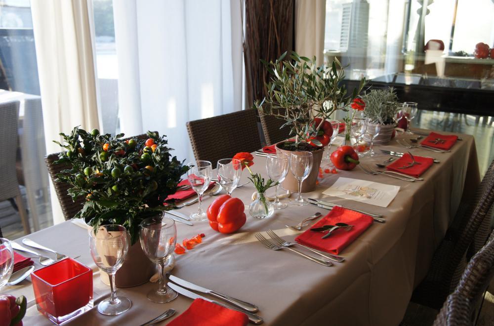 Oliviers et plantes aromatiques, centres de table naturels