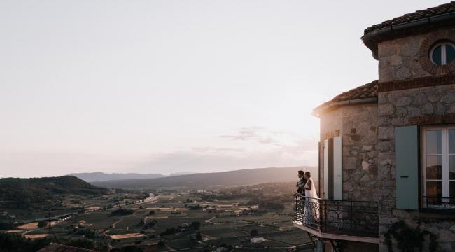 Chateau des Costes, la magie d'un mariage bohème en Provence