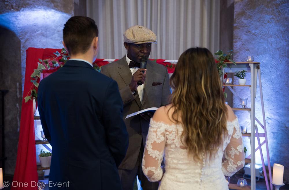 Officiant de cérémonie laïque, maitre de cérémonie
