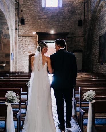 La décoration du mariage à l'église ou la synagogue, lieu de culte