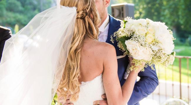 Les fleurs blanches, intemporelles de la décoration de mariage