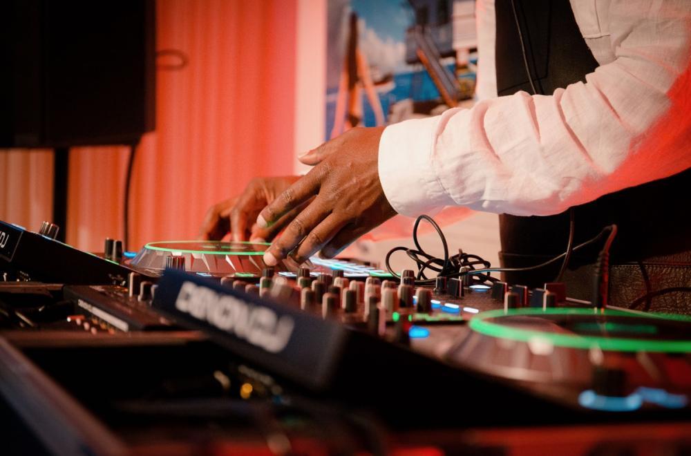 DJ et artistes, mariages et soirées animés