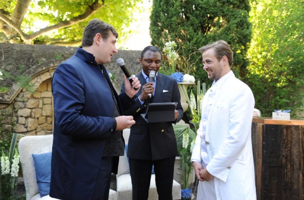L'officiant de cérémonie laïque