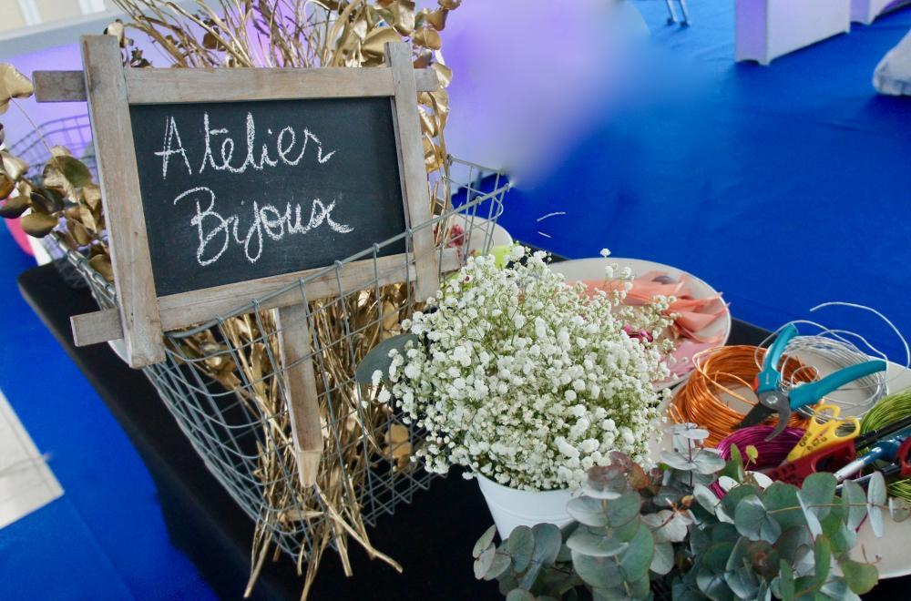 Ateliers live, creation de bijoux en fleurs fraiches