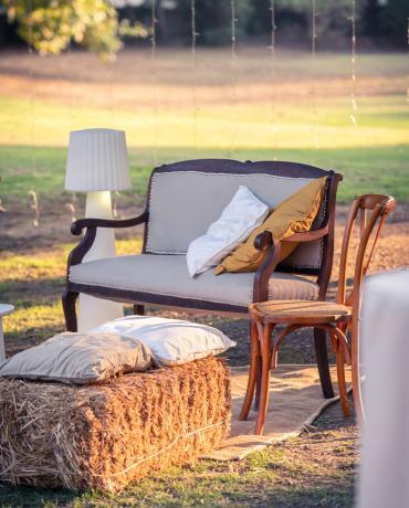 Mobilier Lounge, pour un mariage bohème, champêtre ou vintage