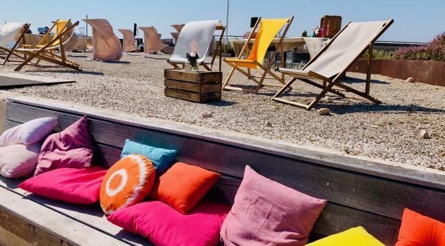 Coussins unis et de couleur, pour des espaces Lounge chaleureux