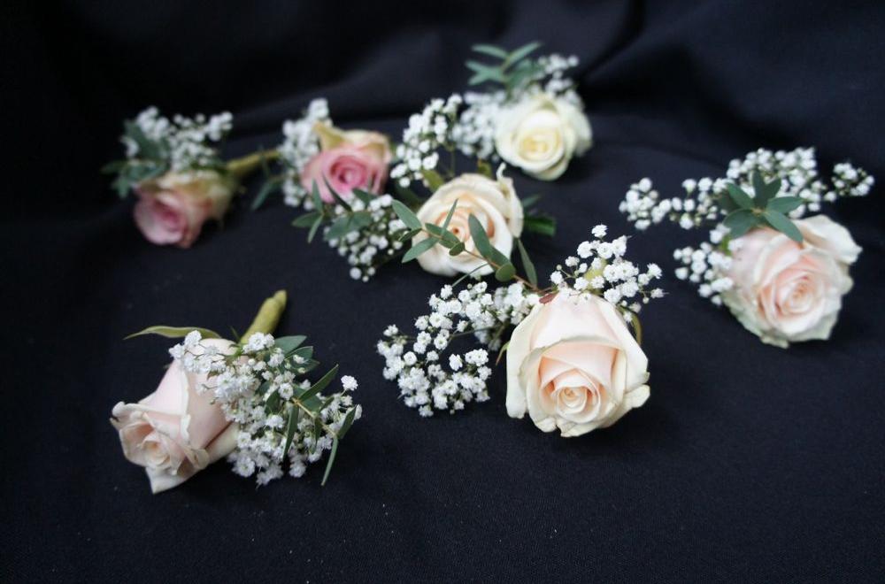 boutonnieres et couronnes florales