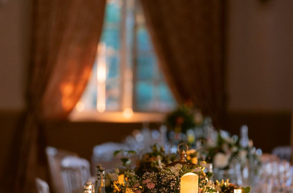 Décoration de table pour un mariage classique et romantique