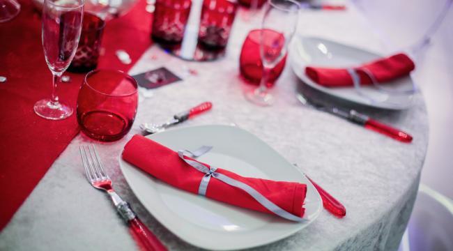 Les serviettes, une fantaisie pour décorer sa table de mariage