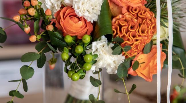 Les fleurs oranges, pêche, orangé, un large choix en décoration
