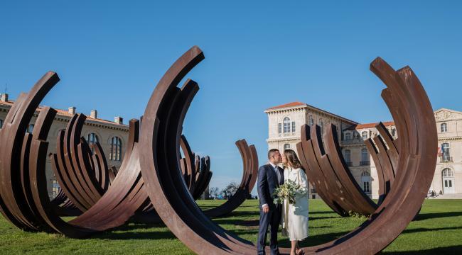 Un mariage civil en hiver à Marseille, décoration végétale