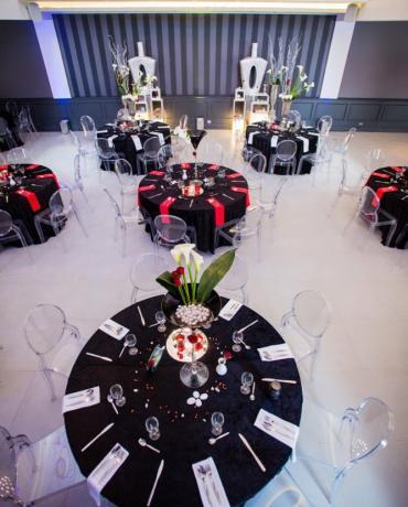 Le noir en décoration de mariages et soirées, rare et chic
