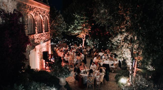 Chateau des Costes, décoration bohème de mariage by night