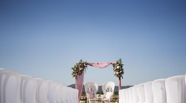 Mariage rose et bleu clair à Roquefeuille, près d'Aix en provence