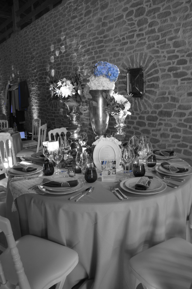 D co de table en bleu et gris au chateau de roquefeuille blog one day event - Deco de table bleu et gris ...