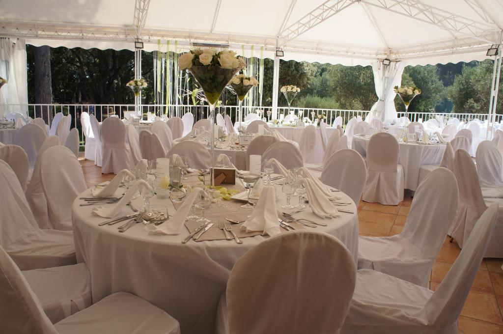tables lumières et deco; mariage blanc romantique