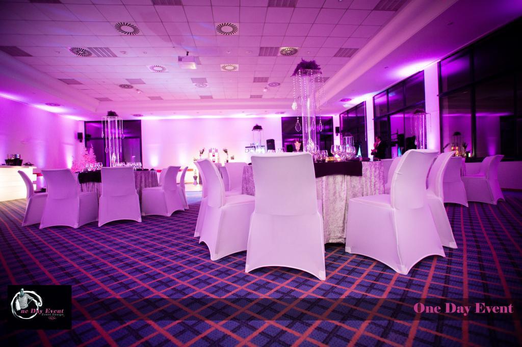 Location housses de chaises blanches en lycra al s gard for Housses de chaises blanches