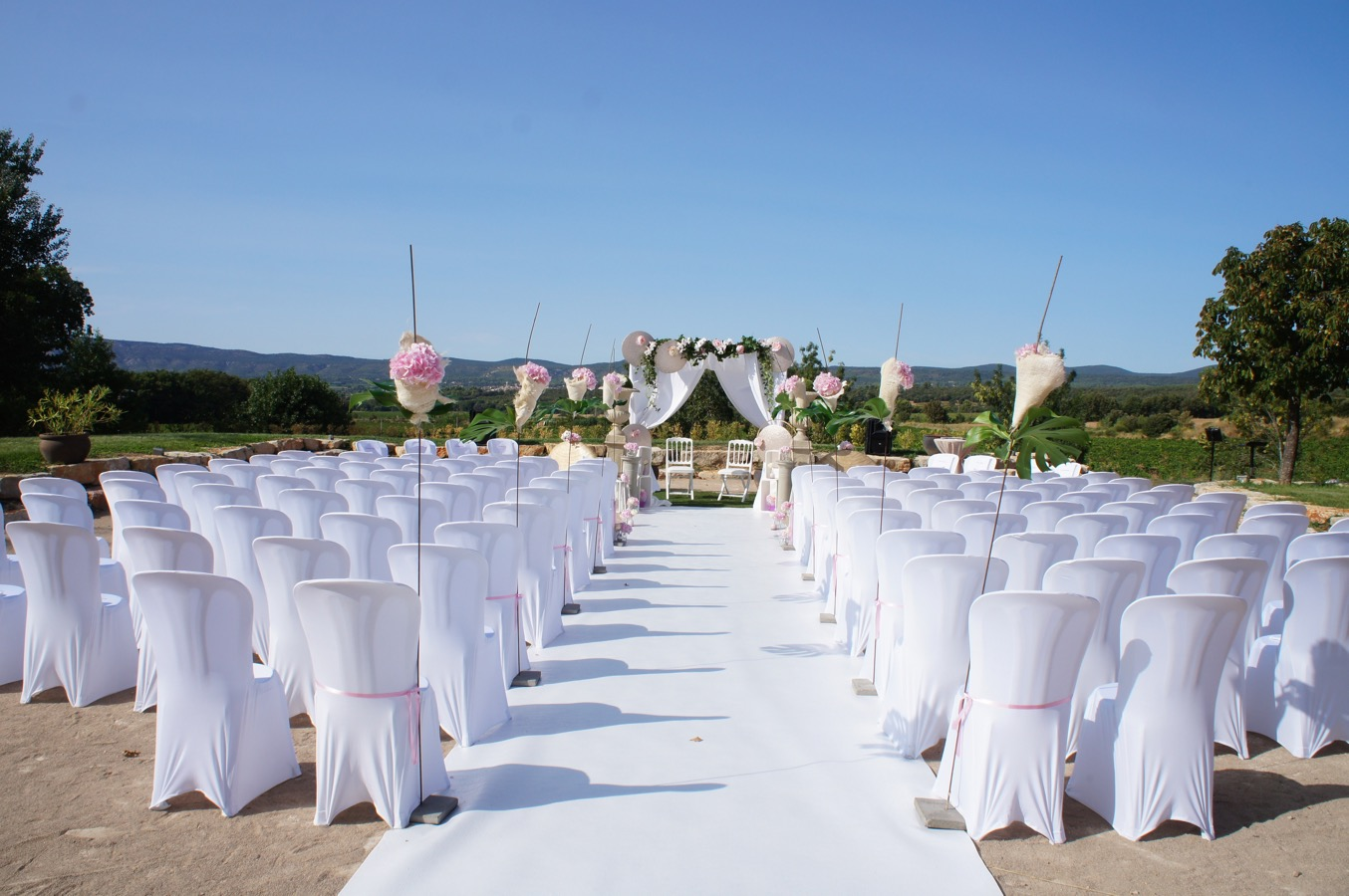 Location de housses de chaises blanches en lycra mariage - Location de chaise pour mariage ...