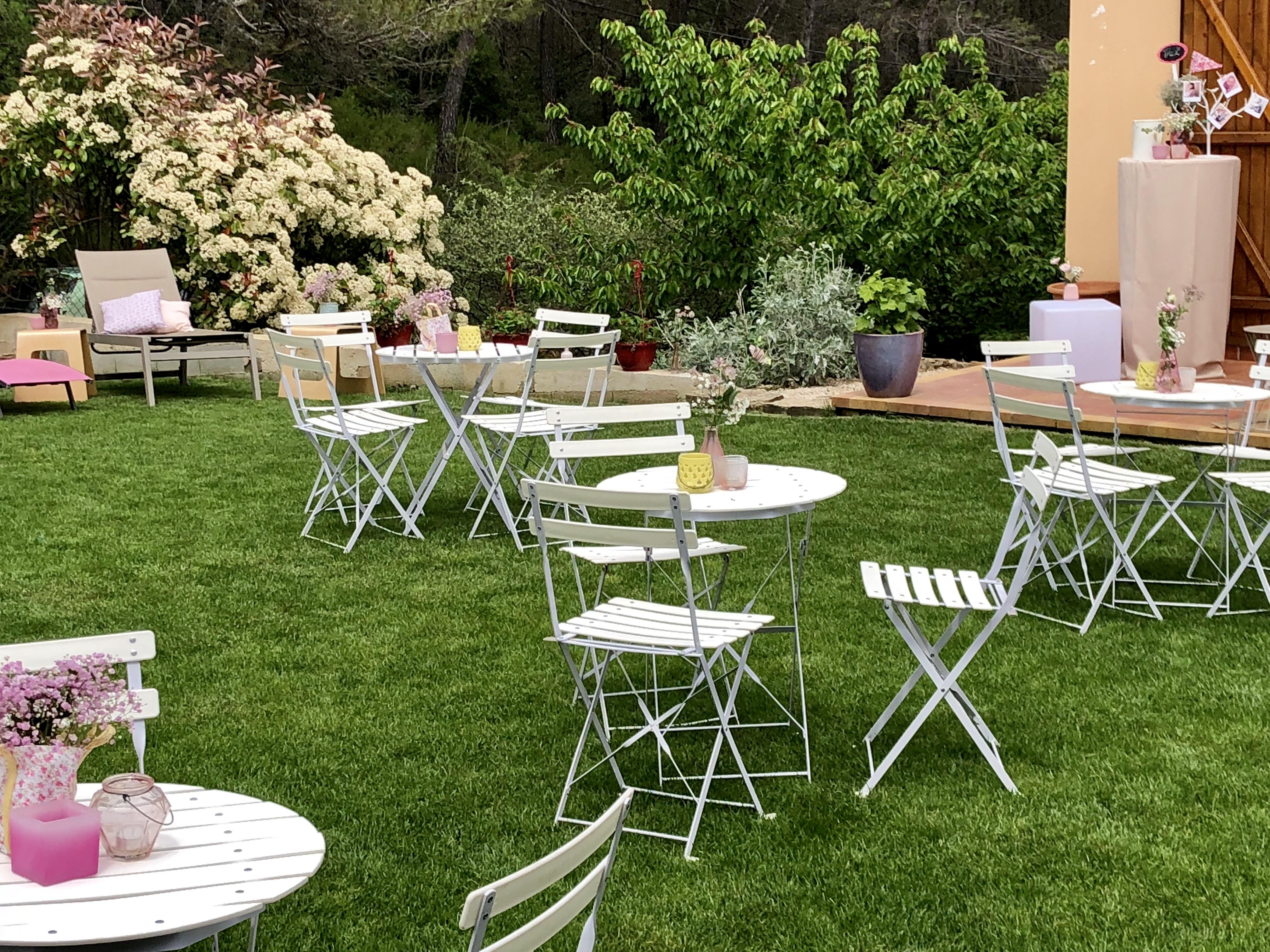 location de gu ridons et chaises bapt me anniversaire mariage. Black Bedroom Furniture Sets. Home Design Ideas