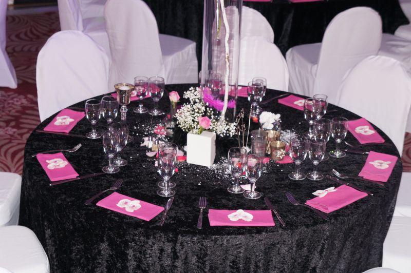 mariage blanc noir fuchsia la villa massalia soir e ou mariage en couleur. Black Bedroom Furniture Sets. Home Design Ideas