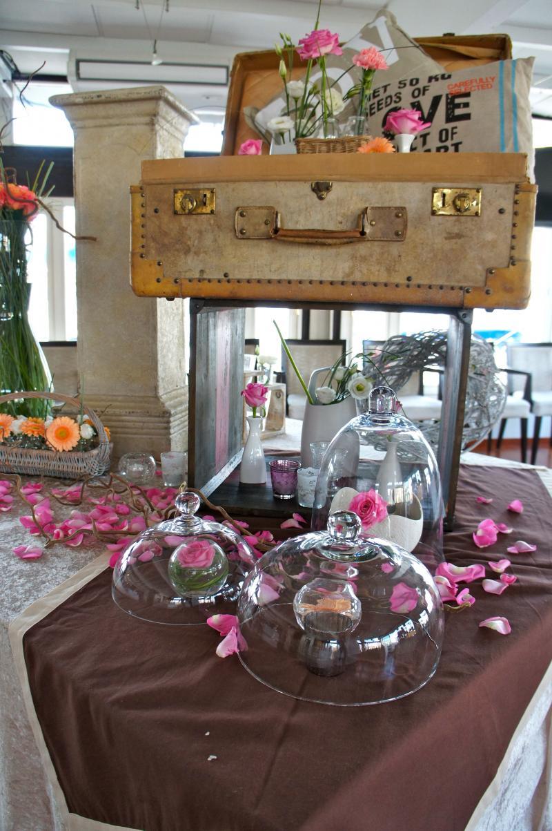 mariage vintage marseille orange. Black Bedroom Furniture Sets. Home Design Ideas