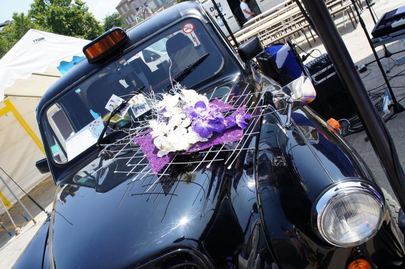La déco de la voiture des mariés  Décoration Mariage Marseille Aix en Proven